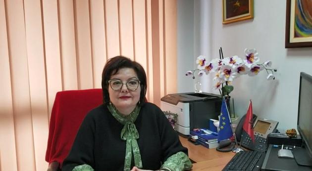 Elina Kombi på sitt kontor, skärmdump